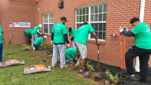 Memphis 'Comcast Cares Day' Volunteer Project Draws Nearly 200 Volunteers, Despite Rain