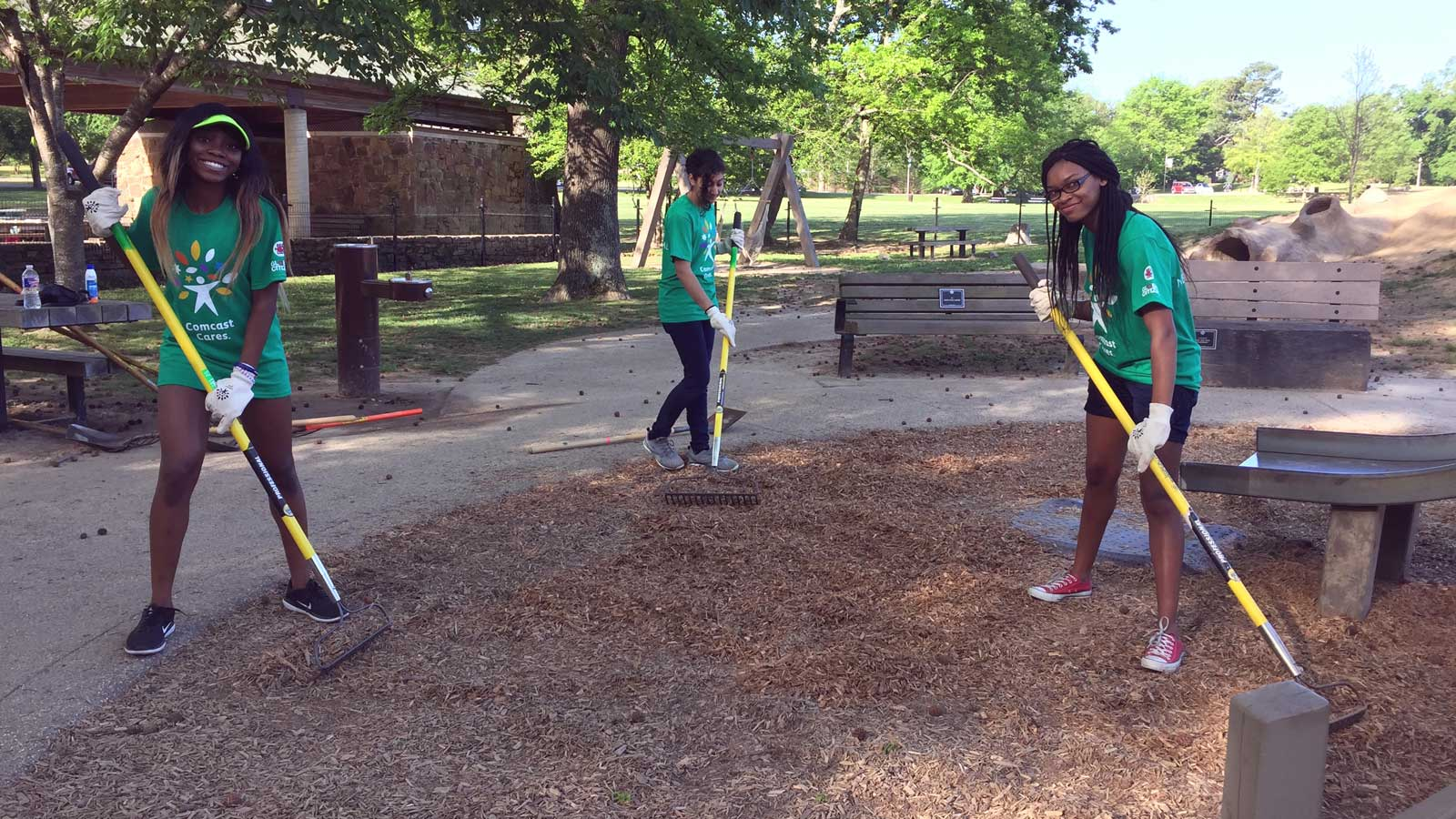 Comcast Cares Day volunteers in Overton Park