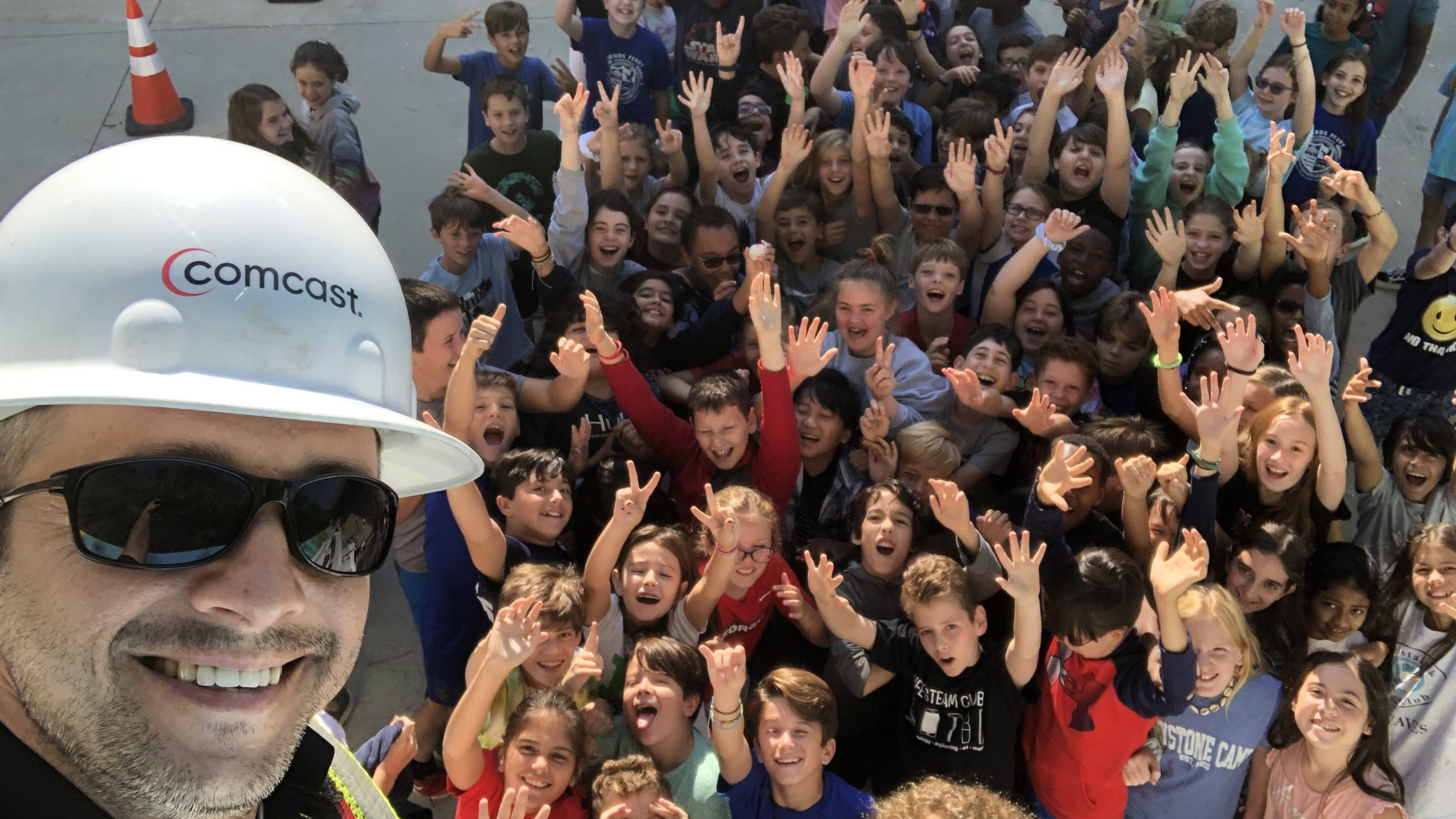 A Comcast technician and students from Heards Ferry Elementary School in Sandy Springs, Ga.